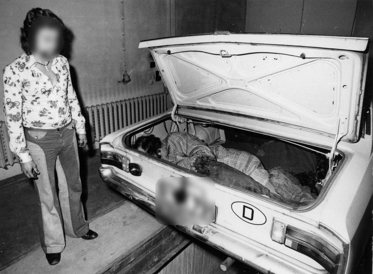 Nachgestellte Fotodokumentation der gescheiterten Republikflucht einer dreiköpfigen Familie an der Grenzübergangsstelle Drewitz