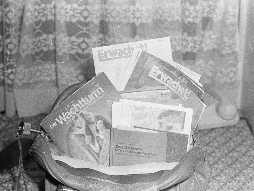 Versteckte Zeitschriften der Zeugen Jehovas