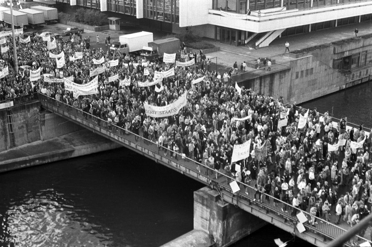 Demonstrierende während der Friedlichen Revolution